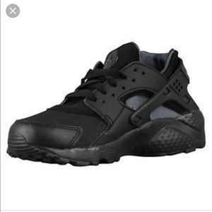 7a5e35dbea8c ... reduced nike shoes boys all black nike huarache run 8f256 97578 ...